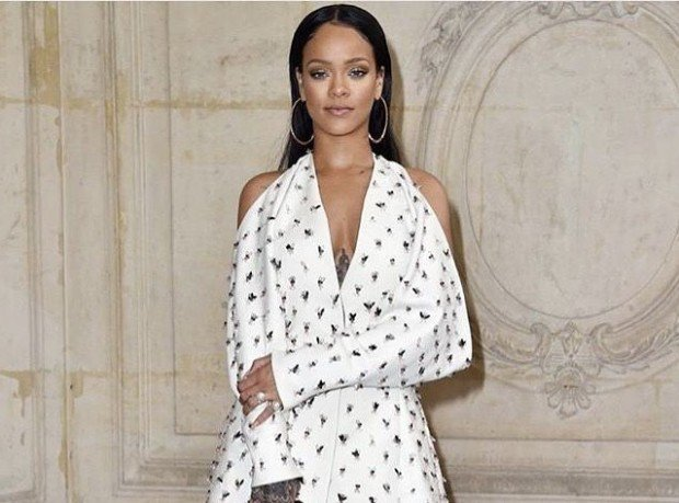 rihanna-humanitarian-of-the-year-e1487813553336